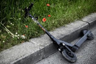 Almeida con puño de hierro contra los patinetes eléctricos en Madrid